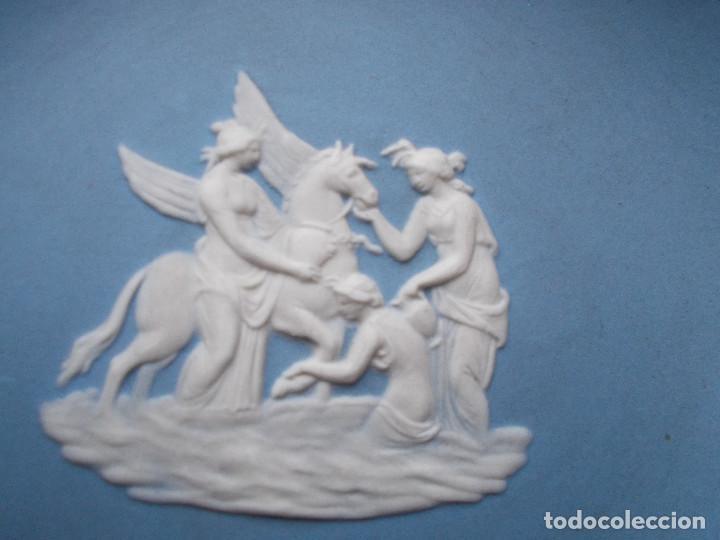 Antigüedades: PEQUEÑA BANDEJA DECORATIVA EN PORCELANA INGLESA WEDGWOOD. SELLADA EN LA BASE. - Foto 4 - 140475382