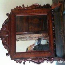 Antigüedades: FANTÁSTICO ESPEJO DE SOBRMESA QUE COMBINA MARQUETERÍA DE CADENETA Y BASTIDOR DE LA DITADA. Lote 140482942
