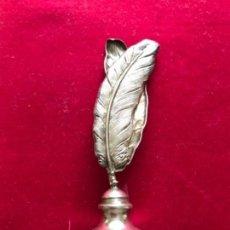 Antigüedades: ANTIGUO SELLO PARA LACRE EN FORMA DE PLUMAS. REALIZADO EN PLATA CONTRASTADA. Lote 147279116
