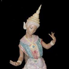 Antigüedades: FIGURA ESCULTURA GRES LLADRO 01012069 THAILANDESA ARRODILLADA. Lote 140495462