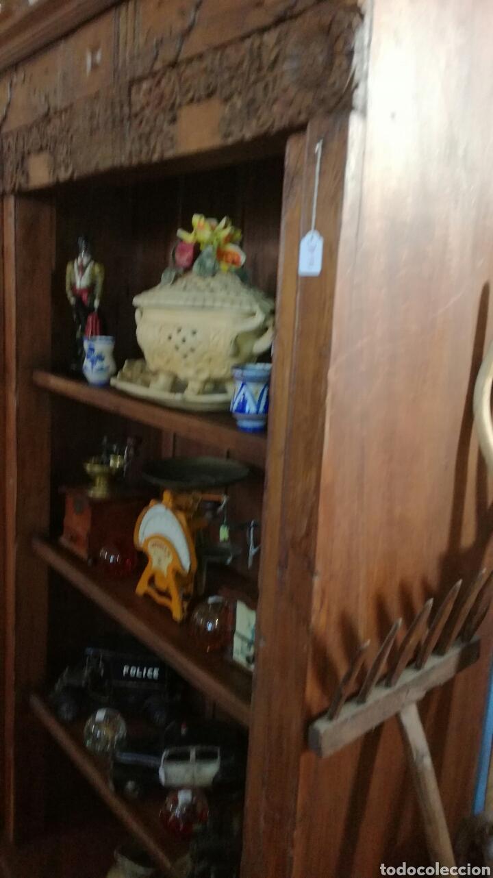 LIBRERÍA DE MADERA MUY BONITA TALLADA (Antigüedades - Muebles Antiguos - Vitrinas Antiguos)