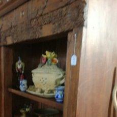Antigüedades: LIBRERÍA DE MADERA MUY BONITA TALLADA. Lote 140498089