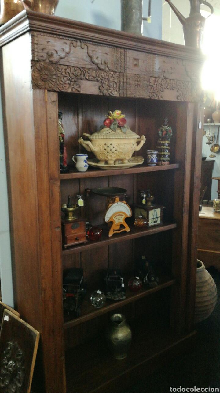 Antigüedades: Librería de madera muy bonita tallada - Foto 2 - 140498089