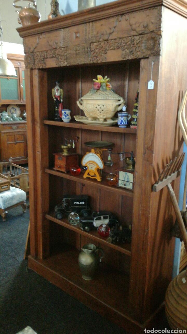 Antigüedades: Librería de madera muy bonita tallada - Foto 3 - 140498089