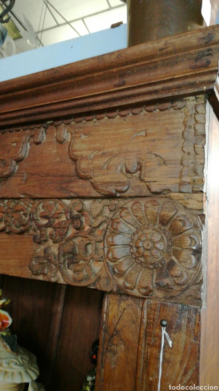 Antigüedades: Librería de madera muy bonita tallada - Foto 4 - 140498089