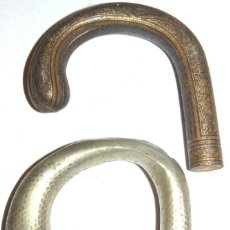 Antigüedades: 2 MANGOS DE BASÓN METÁLICOS. Lote 140517906