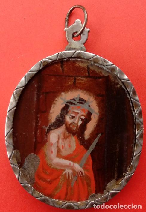 Antigüedades: RELICARIO DE PLATA SIGLO XVIII, CON ÓLEO BAJO CRISTAL DE VIRGEN DEL CARMEN Y ECCE HOMO. 7.5X5 CMS - Foto 4 - 140532042