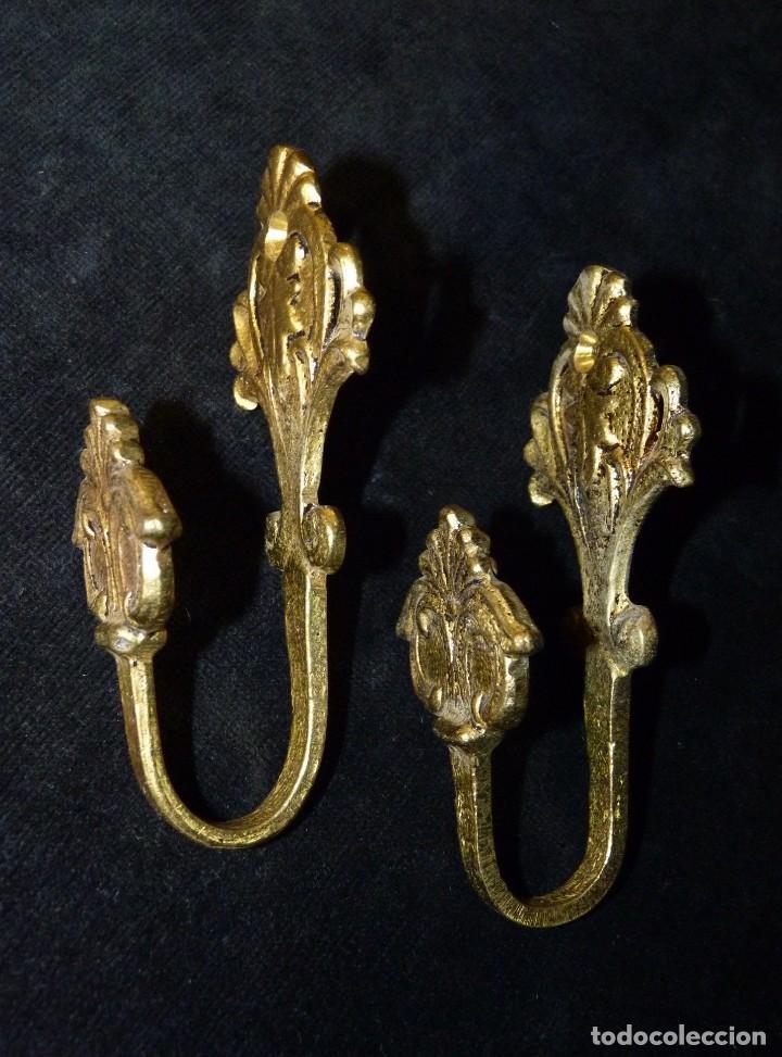 Antigüedades: ANTIGUA PAREJA DE ALZAPAÑOS. SUJETA CORTINAS. BRONCE. 11x5 cm. (2) - Foto 4 - 140554734