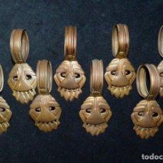 Antigüedades: LOTE DE 8 ANTIGUAS ANILLAS CON PINZA PARA CORTINA. LATÓN. ART DECO. AÑOS 20-30. Lote 140554998