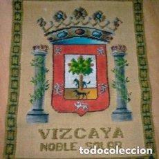Antigüedades: REPOSTERO DE TAPICES ELECCIÓN VIZCAYA (80X68CM). Lote 140573610