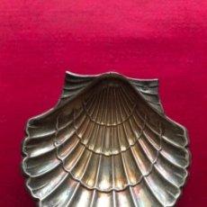 Antigüedades: ANTIGUA CONCHA BAUTISMAL REALIZADA EN PLATA ESPAÑOLA CONTRASTADA. Lote 140577366