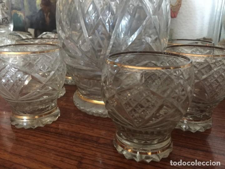 Antigüedades: Antiguo Juego licorera con 6 vasos cristal tallado con dorados - Foto 7 - 140578034