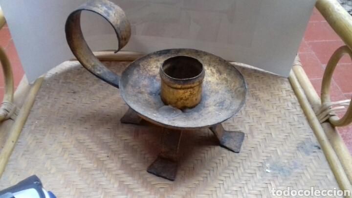 ANTIGUA PALMATORIA CANDELABRO PORTAVELAS DE HIERRO. (Antigüedades - Iluminación - Candelabros Antiguos)