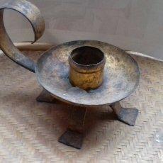 Antigüedades: ANTIGUA PALMATORIA CANDELABRO PORTAVELAS DE HIERRO.. Lote 140604046