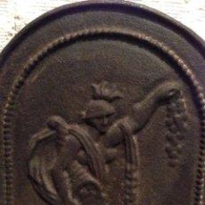 Antigüedades: ANTIGUA PLACA DEL HIERRO S.XVIII. PARA LA CHIMENEA. TRASFUEGO. RELIEVE DE LA DIOSA FORTUNA. Lote 140611622