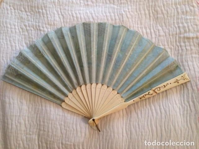 Antigüedades: ABANICO DE MARFIL DE FINALES DEL S. XIX PINTADO A MANO CON ESCENAS FLORALES y LENTEJUELAS - Foto 4 - 140614030
