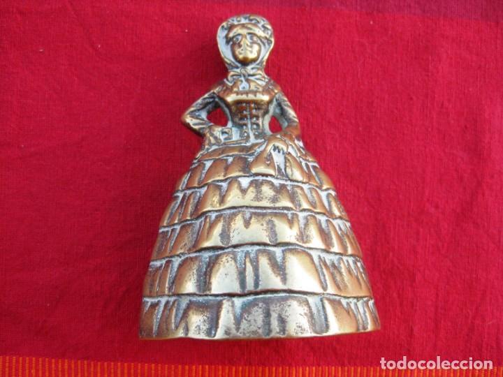 Antigüedades: CAMPANA EN BRONCE DAMA INGLESA GRANDE PESA 475 grs. y MIDE 12 CMS DE ALTURA - Foto 2 - 140674962