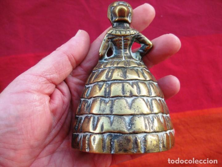 Antigüedades: CAMPANA EN BRONCE DAMA INGLESA GRANDE PESA 475 grs. y MIDE 12 CMS DE ALTURA - Foto 6 - 140674962