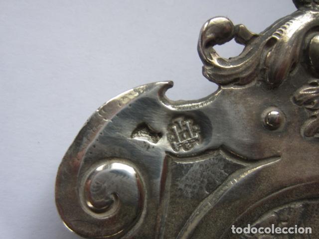 Antigüedades: BONITA BENDITERA LABRADA EN PLATA DE LEY - Foto 5 - 115641327