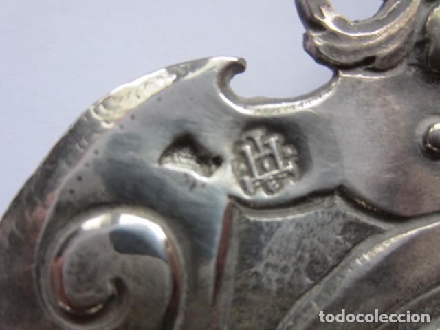 Antigüedades: BONITA BENDITERA LABRADA EN PLATA DE LEY - Foto 6 - 115641327