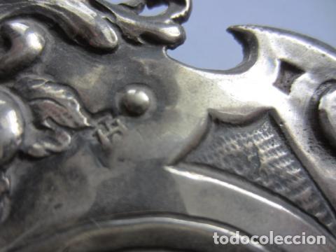 Antigüedades: BONITA BENDITERA LABRADA EN PLATA DE LEY - Foto 7 - 115641327