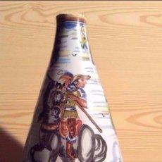 Antigüedades: JARRÓN EN CERÁMICA DE TALAVERA ,DECORADO MOTIVOS QUIJOTE-ALT. 50 CM. Lote 140721534