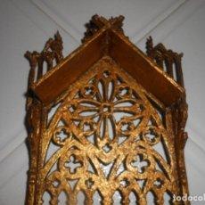 Antigüedades: CAPILLA DE MADERA TALLADA ANTIGUA DORADA. Lote 140740910