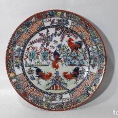 Antigüedades: DECORATIVO PLATO EN PORCELANA MACAU, PINTADO A MANO, MED. DIAMETRO 18 CM. BUEN ESTADO. Lote 140743750