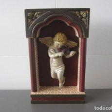 Antigüedades: PRECIOSO ANGELOTE DEL SIGLO XIX TOCANDO EL VIOLÍN. ENCASTRADO EN CAPILLA. PERFECTO ESTADO.. Lote 140749374