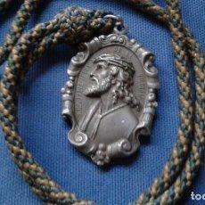 Antigüedades: SEMANA SANTA SEVILLA - MEDALLA ALUMINIO CON CORDON ORIGINAL DE EPOCA DE LA HERMANDAD DE LA PAZ. Lote 195449607