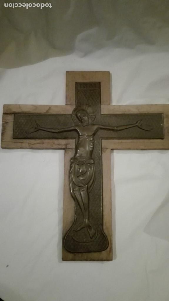 ANTIGUO CRUCIFIJO DE MADERA DE LAS ESCUELAS NACIONALES DE LOS AÑOS 60/70 33X30 CM (Antigüedades - Religiosas - Crucifijos Antiguos)