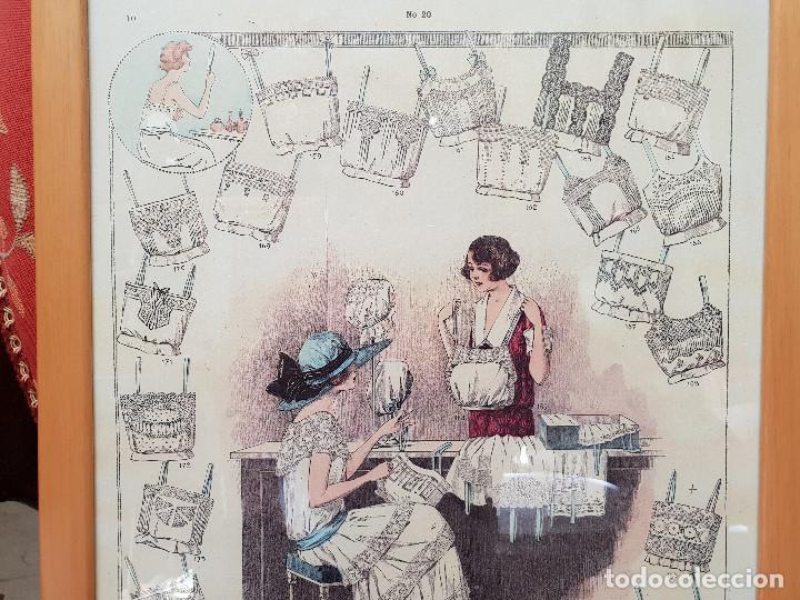 Antigüedades: Taller de costura. Litografía enmarcada en marco de pino. - Foto 3 - 140793550