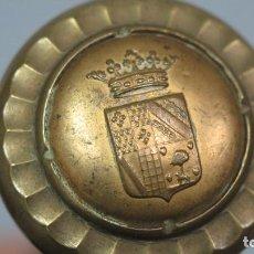 Antigüedades: ANTIGUO BASTON CON ESCUDO DEL MARQUES DE SAN LORENZO DE VALLE UMBROSO. BRONCE Y MADERA EBONIZADA. Lote 140797134