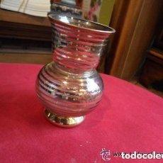 Antigüedades: JARRONCITO DE CRISTAL - BÚCARO DE CRISTAL DECORADO CON FILOS DE ORO - ANTIGUO. Lote 140805986
