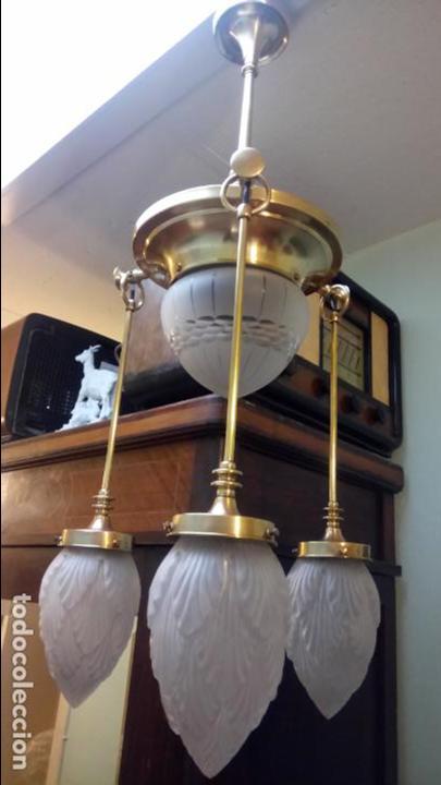 ANTIGUA LÁMPARA MODERNISTA DE LATÓN Y TULIPAS DE CRISTAL TALLADO A MANO DE LOS AÑOS 20-30 (Antigüedades - Iluminación - Lámparas Antiguas)