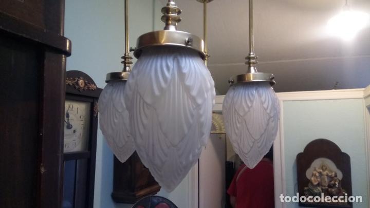 Antigüedades: Antigua lámpara Modernista de latón y tulipas de cristal tallado a mano de los años 20-30 - Foto 4 - 140809566
