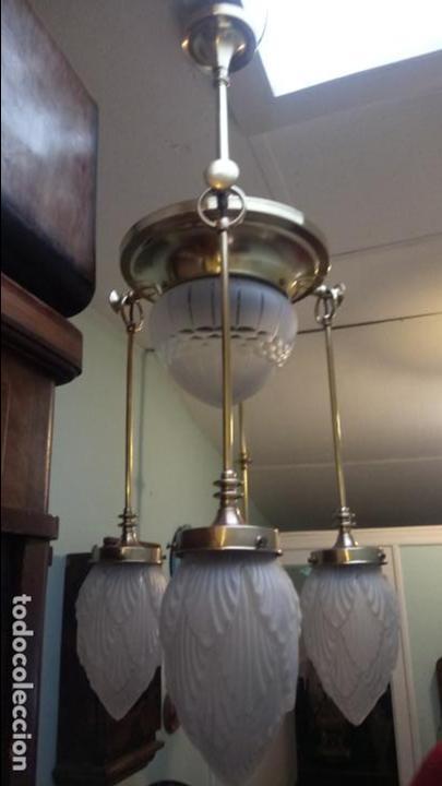 Antigüedades: Antigua lámpara Modernista de latón y tulipas de cristal tallado a mano de los años 20-30 - Foto 5 - 140809566