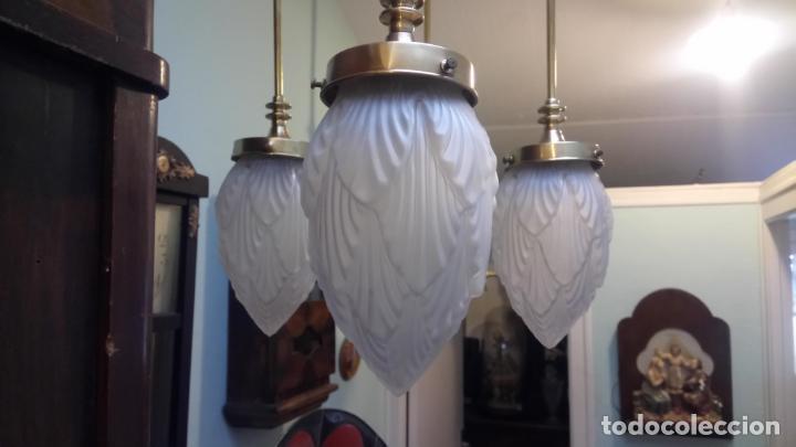 Antigüedades: Antigua lámpara Modernista de latón y tulipas de cristal tallado a mano de los años 20-30 - Foto 6 - 140809566