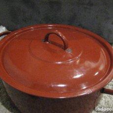 Antigüedades: CAZUELA CACEROLA DE PORCELANA ESMALTADA, AÑOS 50. Lote 140809646