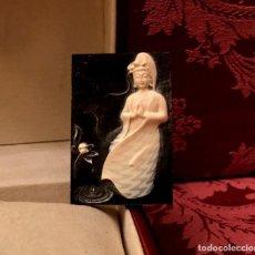 Antigüedades: PIEZA DE JADE TALLADA CON DIOSA Y FLOR DE LOTO - 20 GRAMOS.. Lote 140816150