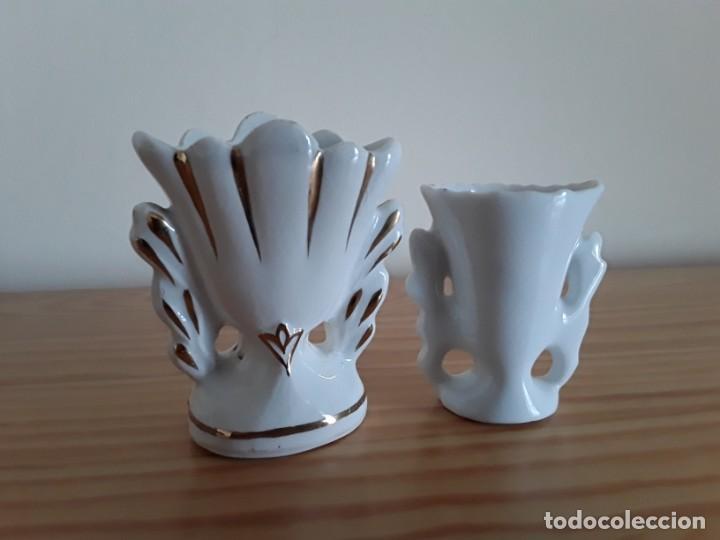 Antigüedades: Jarroncitos porcelana tipo Isabelino - Foto 2 - 140848978