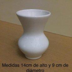 Antigüedades: FLORERO PEQUEÑO BLANCO. Lote 140856098