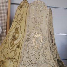 Antigüedades: EXCLUSIVA PANTALLA DE PIEL DE ANIMAL TALLADA A MANO. Lote 140861150