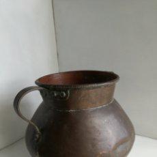 Antigüedades: ANTIGUO CALDERO DE COBRE REMACHADO 23CM. Lote 140872710