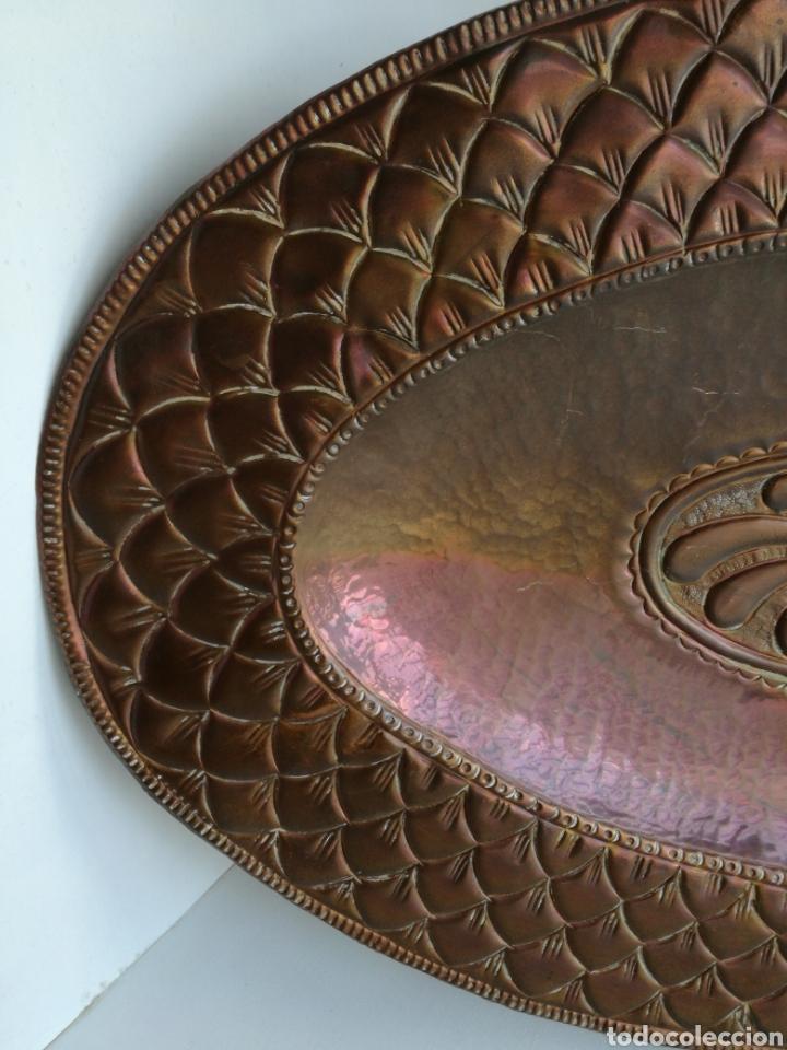 Antigüedades: ANTIGUA BANDEJA DE COBRE REPUJADO 46X30cm // METAL CINCELADO - Foto 3 - 140876414