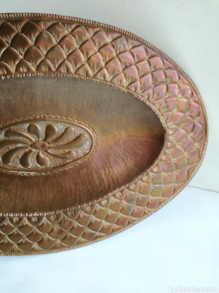 Antigüedades: ANTIGUA BANDEJA DE COBRE REPUJADO 46X30cm // METAL CINCELADO - Foto 5 - 140876414