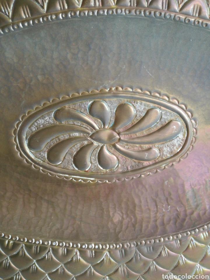 Antigüedades: ANTIGUA BANDEJA DE COBRE REPUJADO 46X30cm // METAL CINCELADO - Foto 6 - 140876414