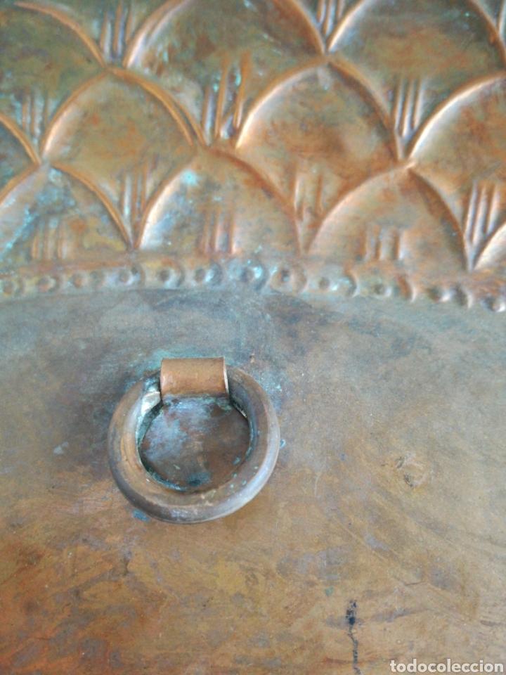 Antigüedades: ANTIGUA BANDEJA DE COBRE REPUJADO 46X30cm // METAL CINCELADO - Foto 9 - 140876414