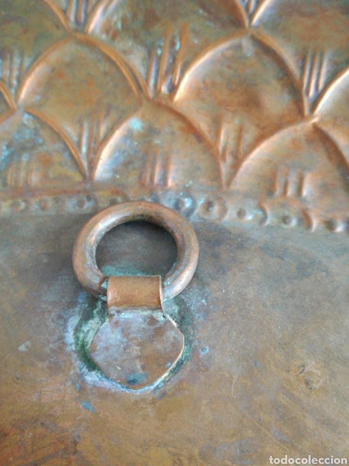 Antigüedades: ANTIGUA BANDEJA DE COBRE REPUJADO 46X30cm // METAL CINCELADO - Foto 10 - 140876414