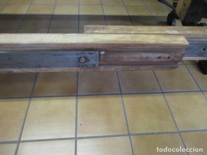 Antigüedades: Curiosa Mesa de Comedor - Madera de Caoba - Extensible - Pata Central - 124 cm Diámetro - S. XIX - Foto 19 - 140887310